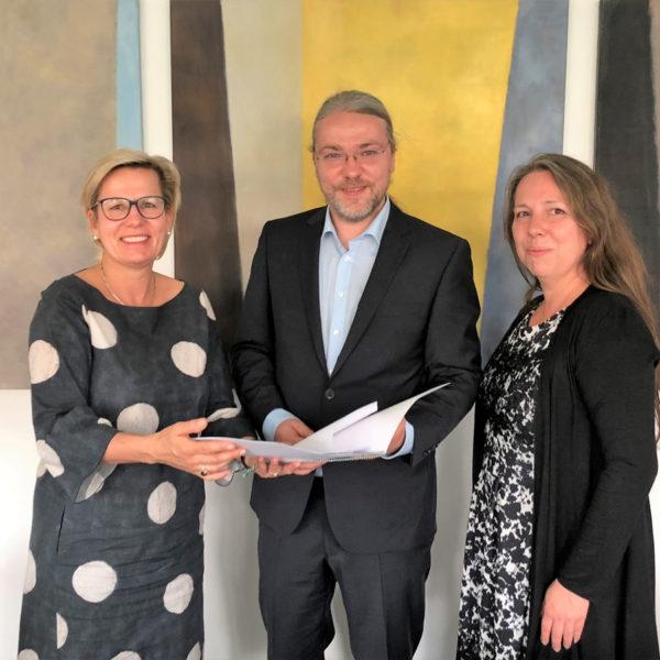 Offizielle Bescheid-Übergabe durch Staatsministerin Klepsch im Sächsischen Sozialministerium